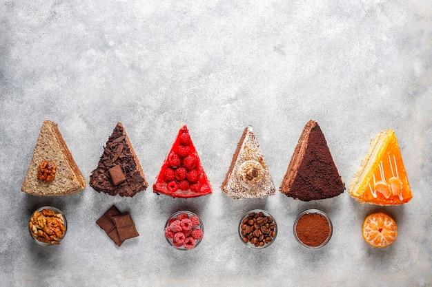 Assortimento di pezzi di torta. Foto Gratuite