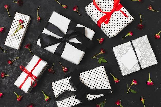 Assortment of presents with flower buds Free Photo
