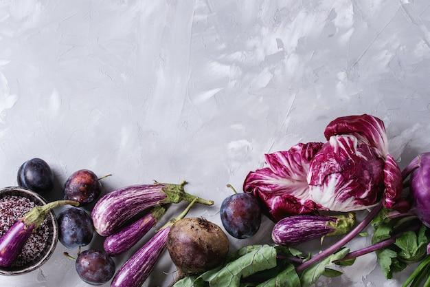 Assortment of purple vegetables Premium Photo