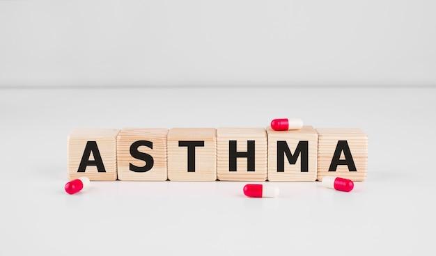 Слово об астме из строительных блоков слово об астме как медицинское понятие Premium Фотографии