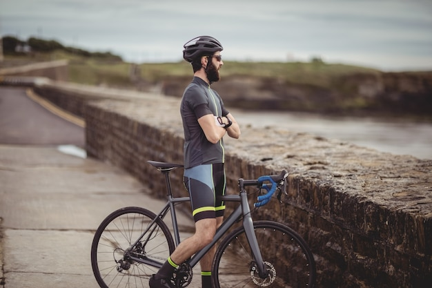 Athlete standing with his bicycle Free Photo