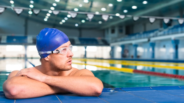 Athletic male swimmer looking away Free Photo