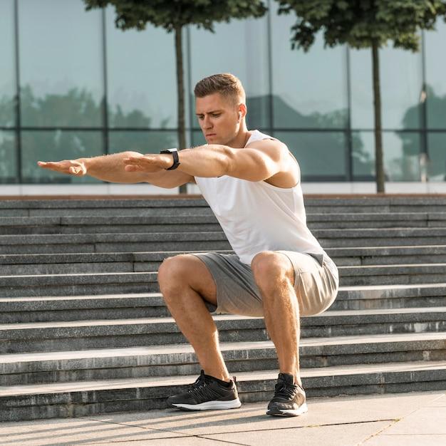 Athletic man exercising outdoors Premium Photo