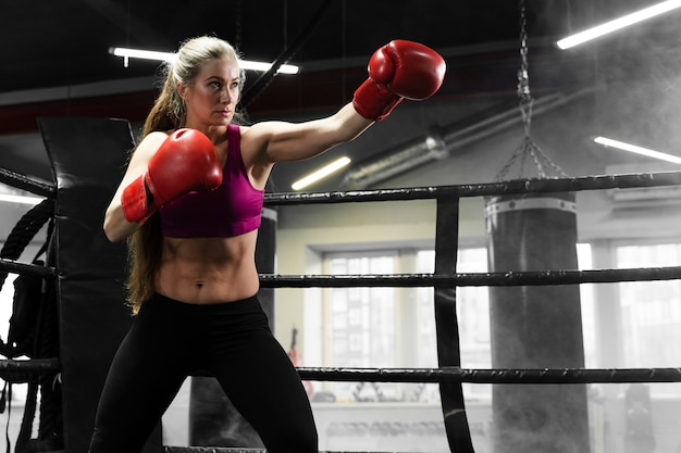Athletic woman training for a boxing competition Free Photo