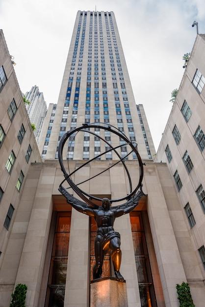Atlas statue in rockfeller center Premium Photo
