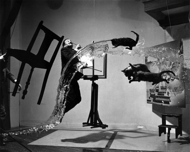 Atomicus dal surrealism salvador Free Photo
