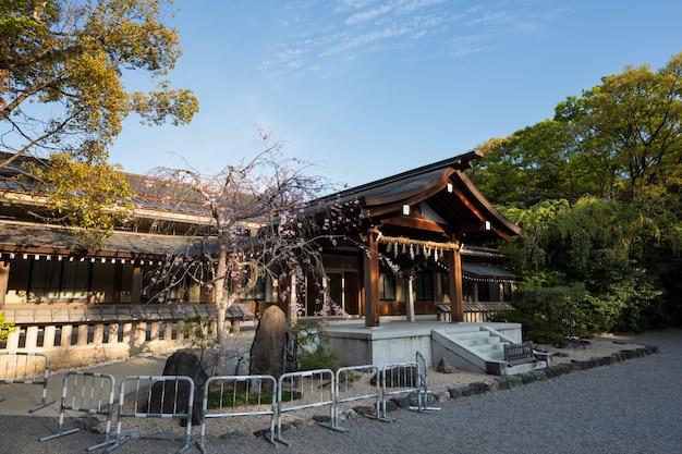 Atsuta jingu shrine with sakura, nagoya Premium Photo