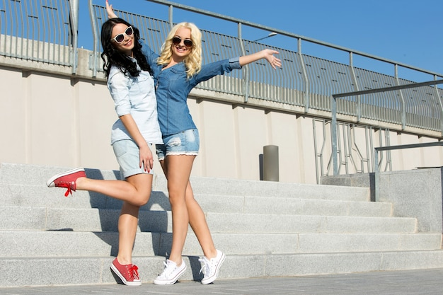 Attractive best friends outdoor Free Photo