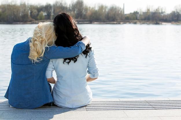 Attractive best friends outdoor Free Photo