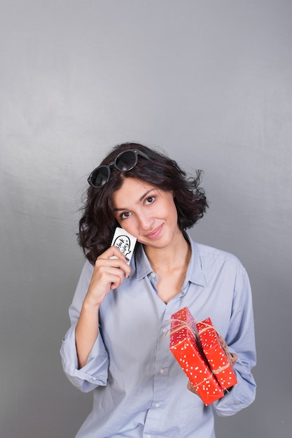 Attractive lady with presents and card Free Photo