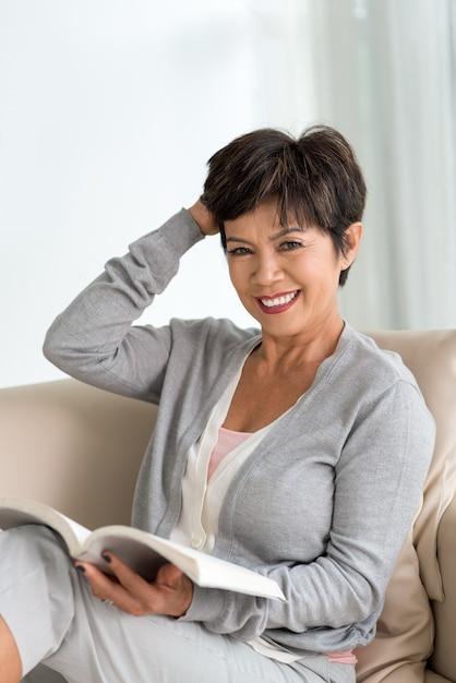 Женщина привлекательная зрелая