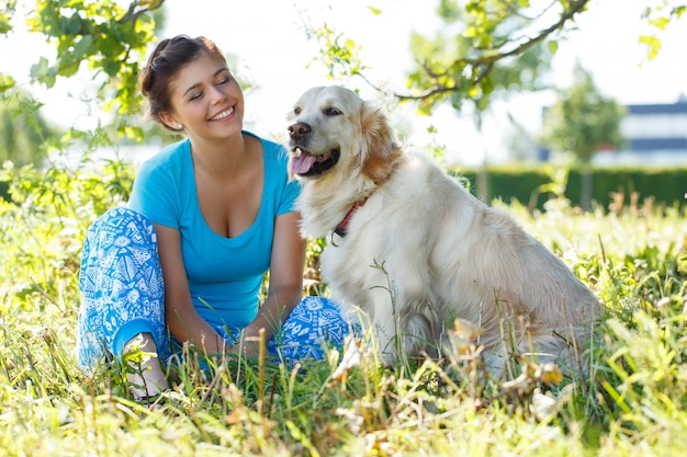 Привлекательная женщина собаки Бесплатные Фотографии