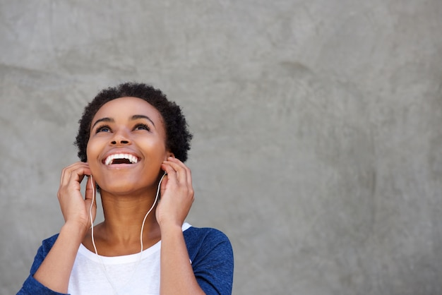 Attractive young black woman smiling with earphones Premium Photo