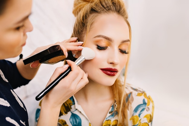 Attractive young woman in beauty salon Free Photo