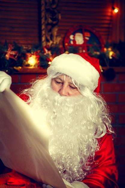 Authentic santa claus. Premium Photo
