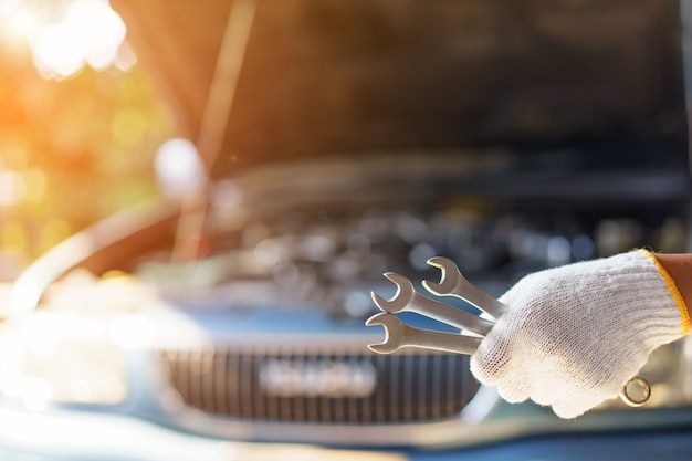 Auto mechanic preparing for the work. Premium Photo