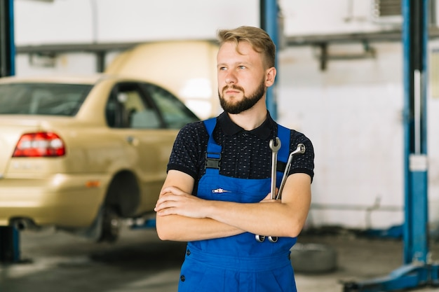 Auto mechanic in workshop Free Photo