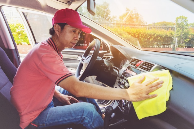 Auto service staff cleaning car with microfiber cloth Premium Photo
