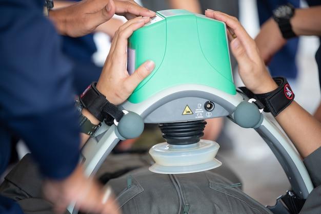 Automatic compression machine cpr concept health care Premium Photo