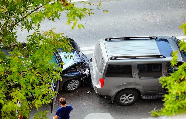 거리에서 자동차 사고 무료 사진