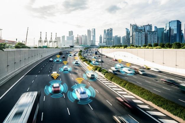 無人モード車の制御の安全性のための自律車センサーシステムのコンセプト Premium写真