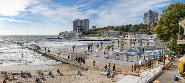 Autumn on the beach in the resort of arcadia in odessa Premium Photo