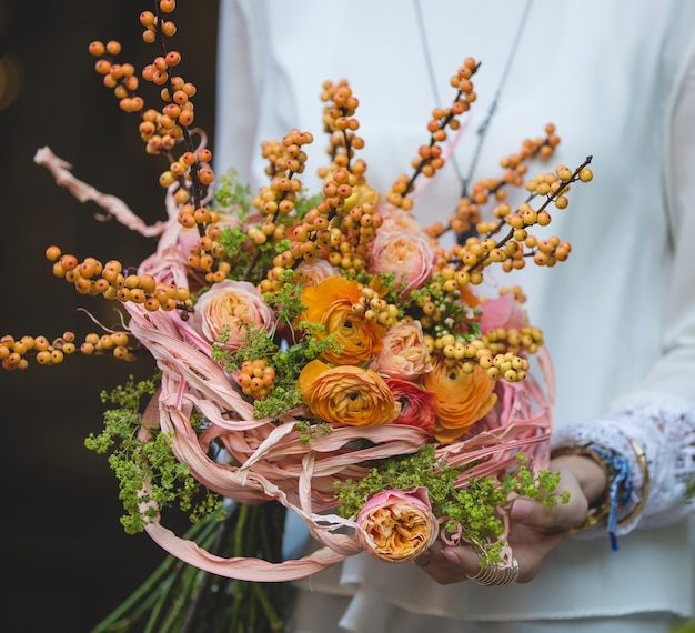 Autumn bouquet with yellow roses and berries Free Photo