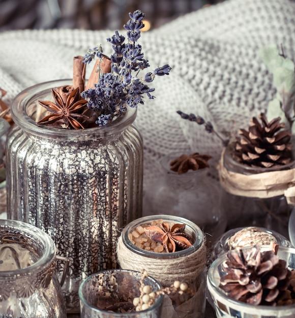 Осенняя композиция в интерьере Premium Фотографии