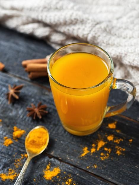 Autumn golden turmeric tea Premium Photo