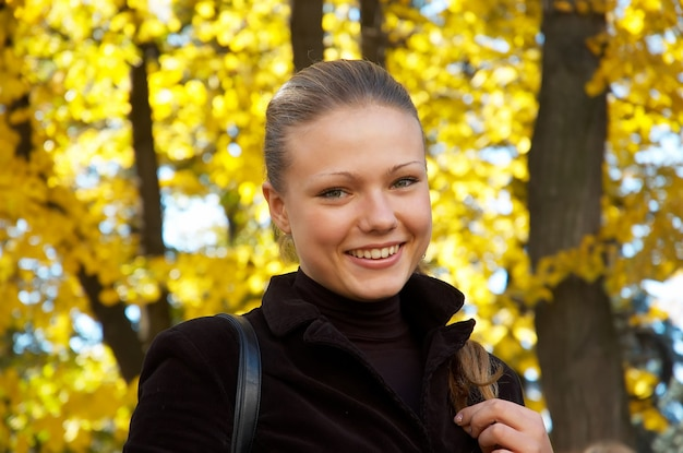 Autumn portrait of a girl Premium Photo