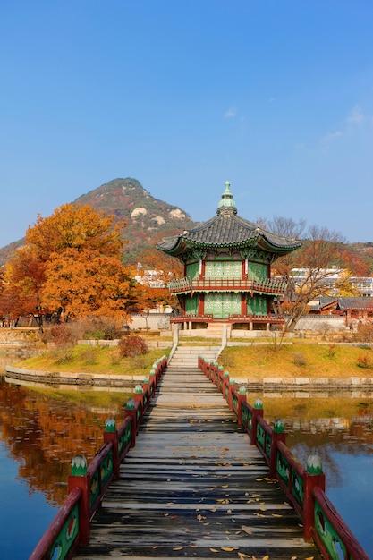서울 경복궁의 가을, 한국. 프리미엄 사진
