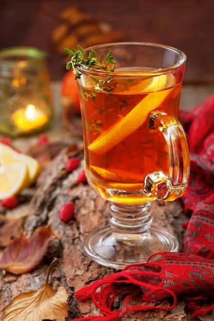 Autumn tea with ginger and lemon Premium Photo
