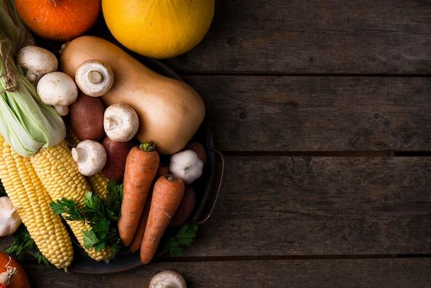 Осеннее ассорти из овощей с копией пространства Бесплатные Фотографии