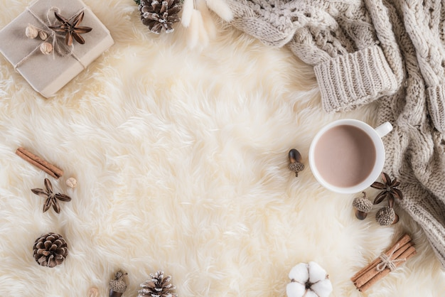 Autumn or winter composition on cream colour fluffy background. flat lay  . Premium Photo