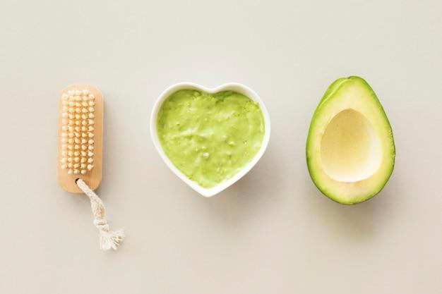 Crema di avocado e concetto di trattamento termale spugna Foto Gratuite