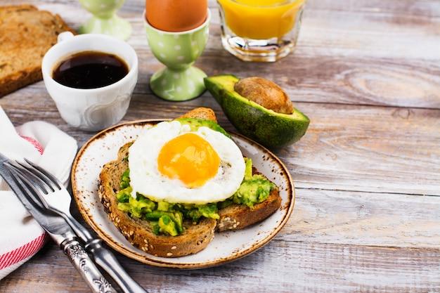 Avocado egg sandwich with whole grain bread Premium Photo