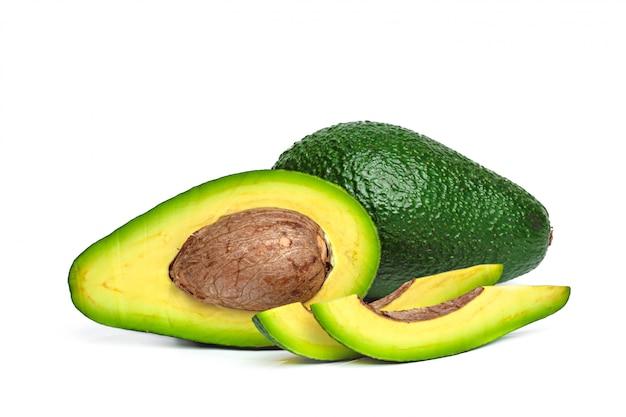 Авокадо, изолированные на белом фоне Premium Фотографии