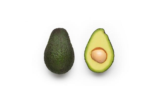 Набор авокадо, изолированные на белой поверхности Бесплатные Фотографии