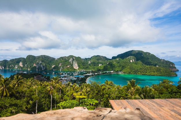 Awesome landscape  - tropical island with resorts - phi-phi island, krabi province, thailand Premium Photo