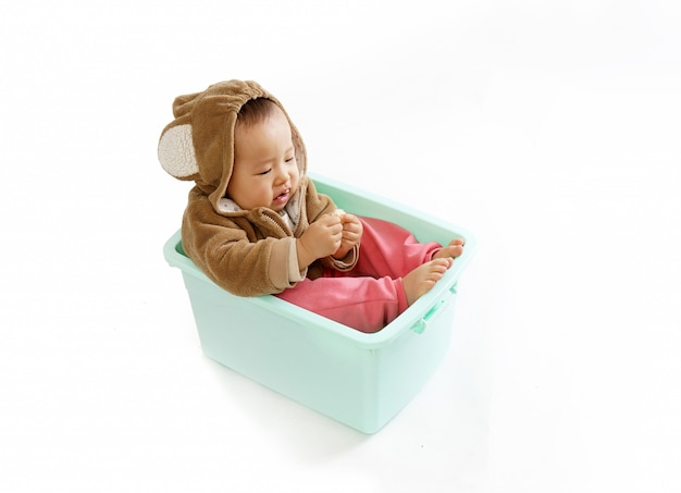 Babies in monkey clothes sit in boxes and eat Premium Photo
