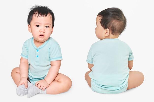 스튜디오에서 아기의 의류 촬영 무료 사진