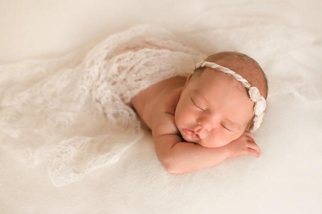 Baby asleep on his arms Premium Photo
