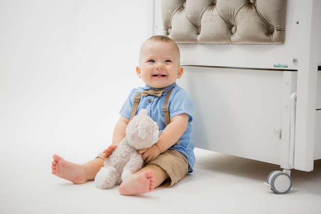 Baby in a baby bed on grey Premium Photo