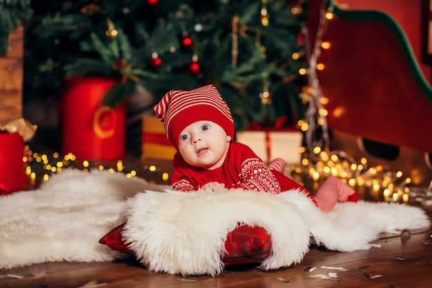 Baby next to the christmas tree Premium Photo