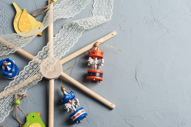 Baby crib mobile with wooden colorful birds Premium Photo
