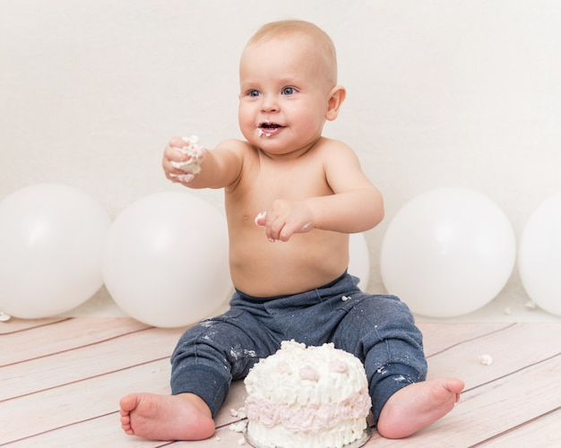 Baby eating birthday cake Premium Photo