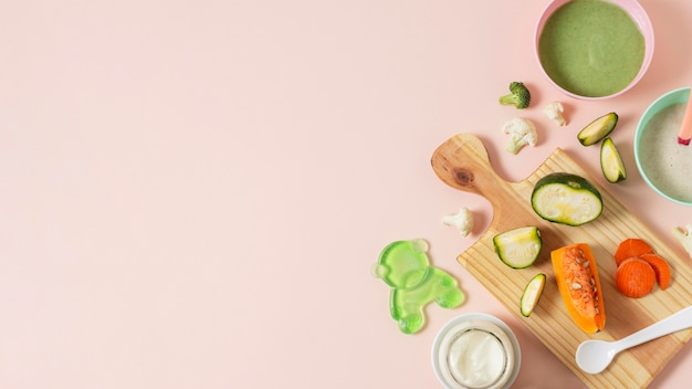 Baby food frame on pink background Free Photo