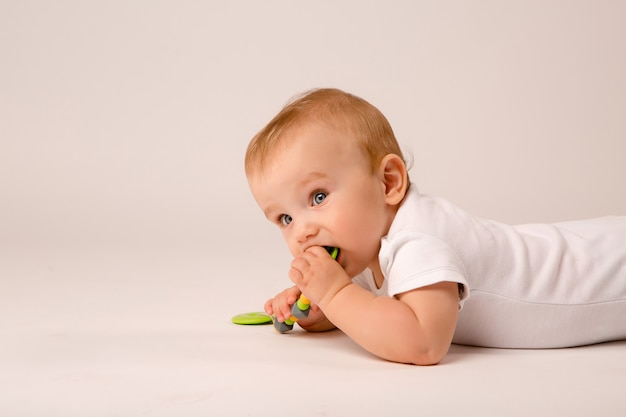 Baby liying on floor Premium Photo
