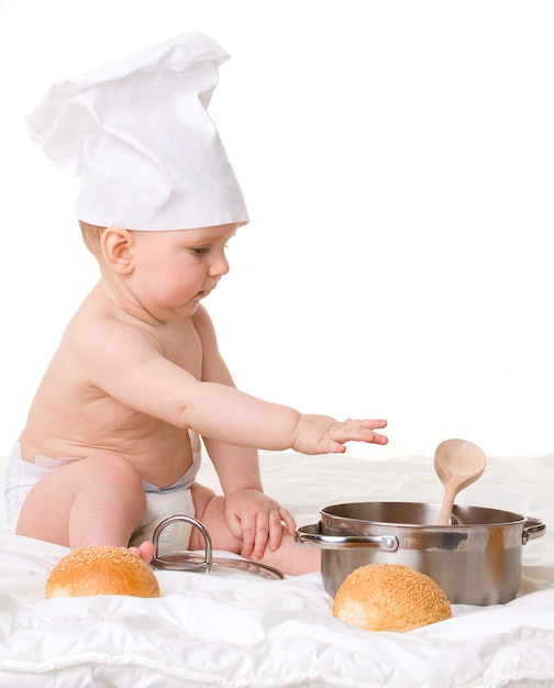 白で隔離の赤ちゃん、スプーン、鍋、パン Premium写真