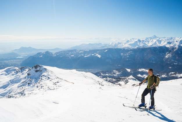 Back country skiing in scenic alpine setting Premium Photo